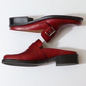 3/$30 Naturalizer EUC red leather mules w buckle